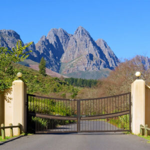 Cape Town Airport Transfers to Hout Bay, Somerset West, Lundudno, Kalkbaii, Gordon's Bay.